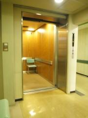 エレベーター完備、足元の不自由な方にもやさしい院内