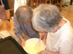 ホットケーキの生地作りです